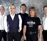 Status Quo: 'Oasis Look Bored Sh*tless Onstage'