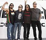 Metallica Outsold Glasvegas' Album By 20,000 Copies