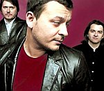 Manic Street Preachers Slam 'Depressing' UK Charts