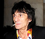 Ronnie Wood 'Hopes' To Tour With The Rolling Stones In 2010