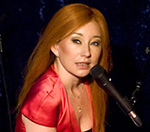 Tori Amos Cries On Stage At London Jazz Cafe